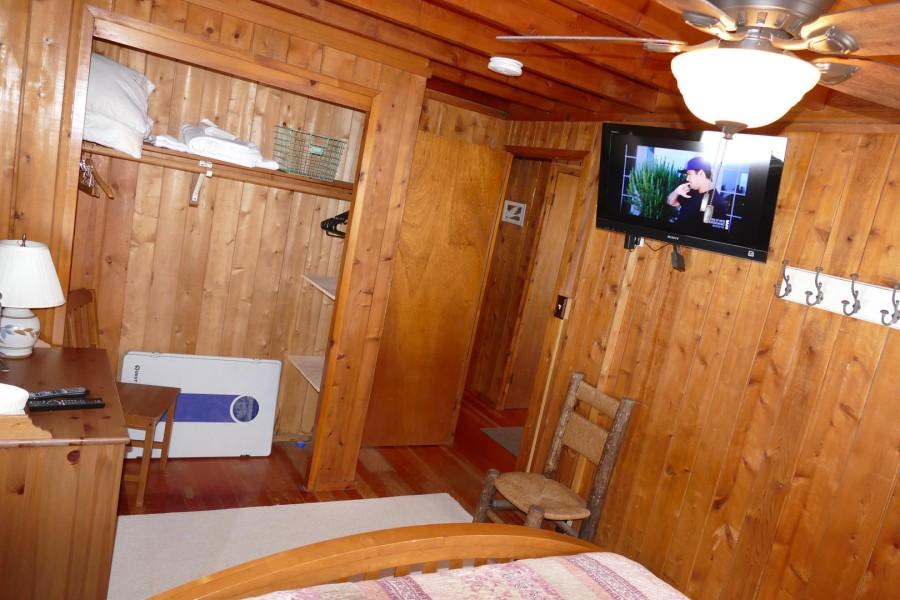 Bedroom 2 Queen w.TV