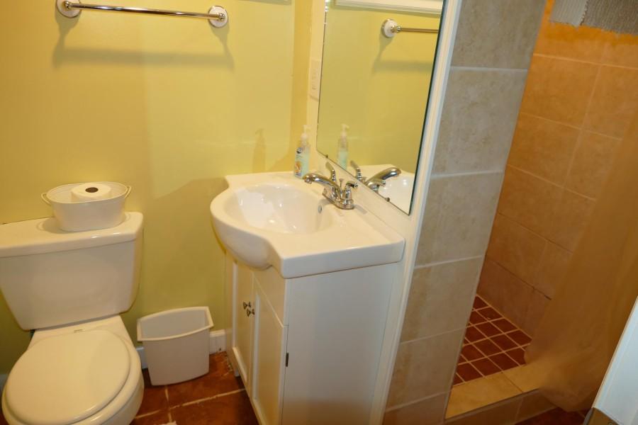 Lower bath. shower