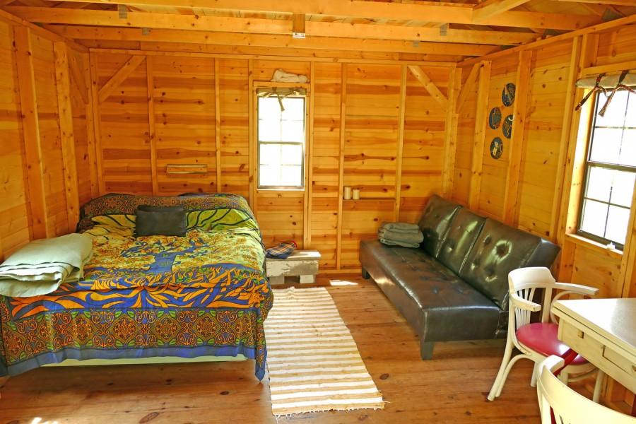 Cortina bed and futon