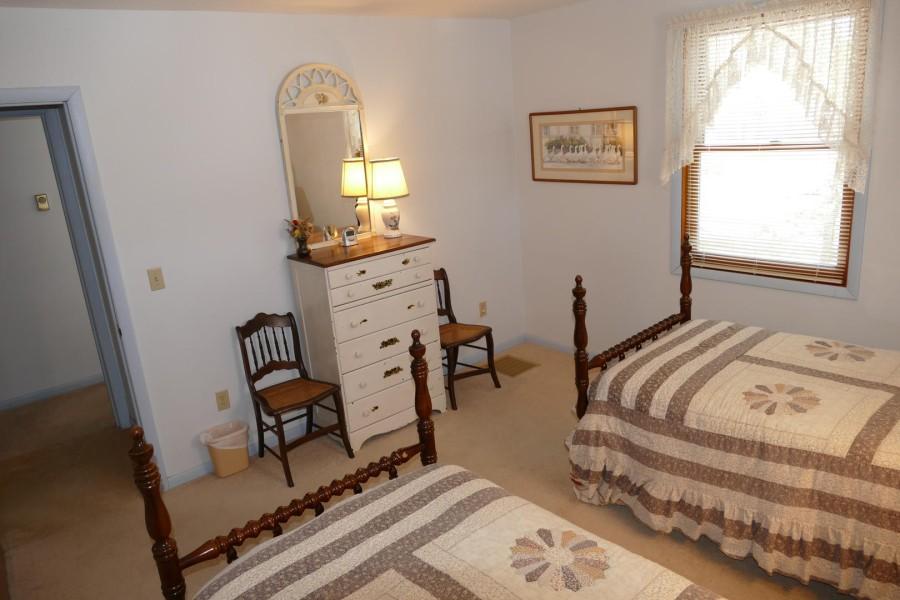 Bedroom 2 2 Twins