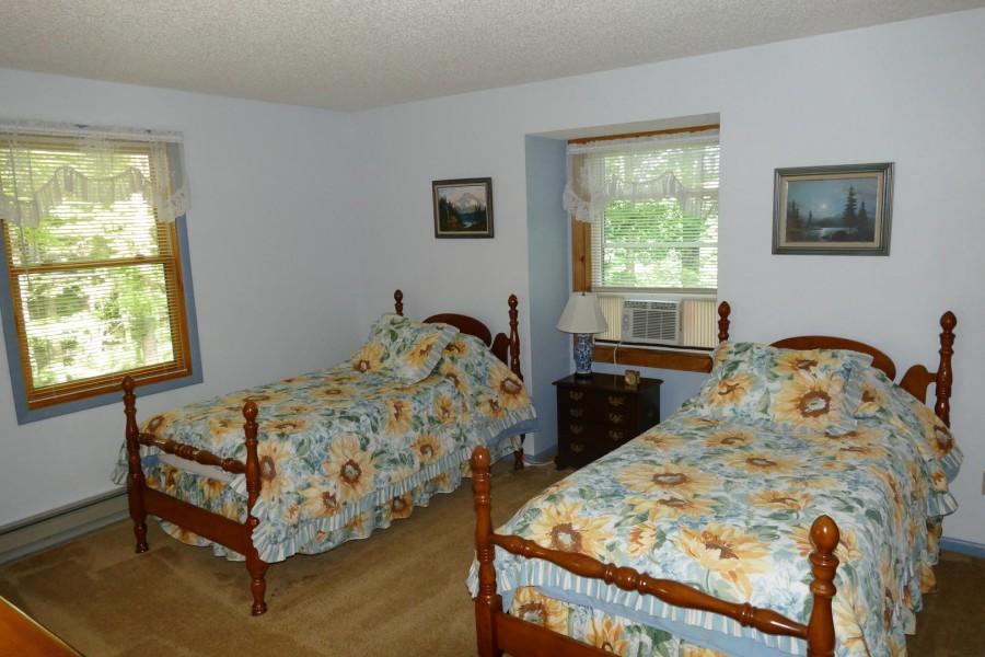 Bedroom 6 2 twins w.TV