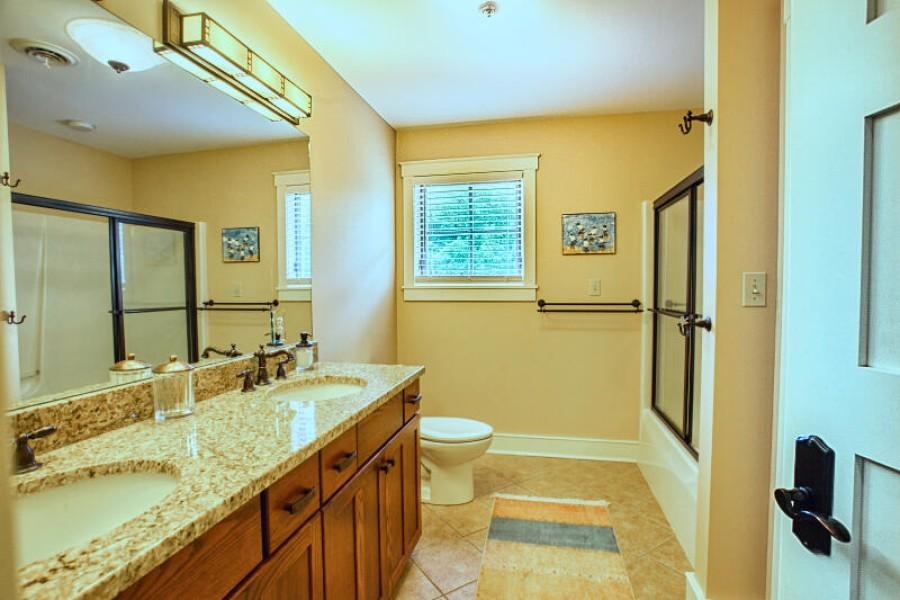 Full Bathroom - upstairs hallway