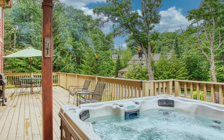 Private hot tub side deck