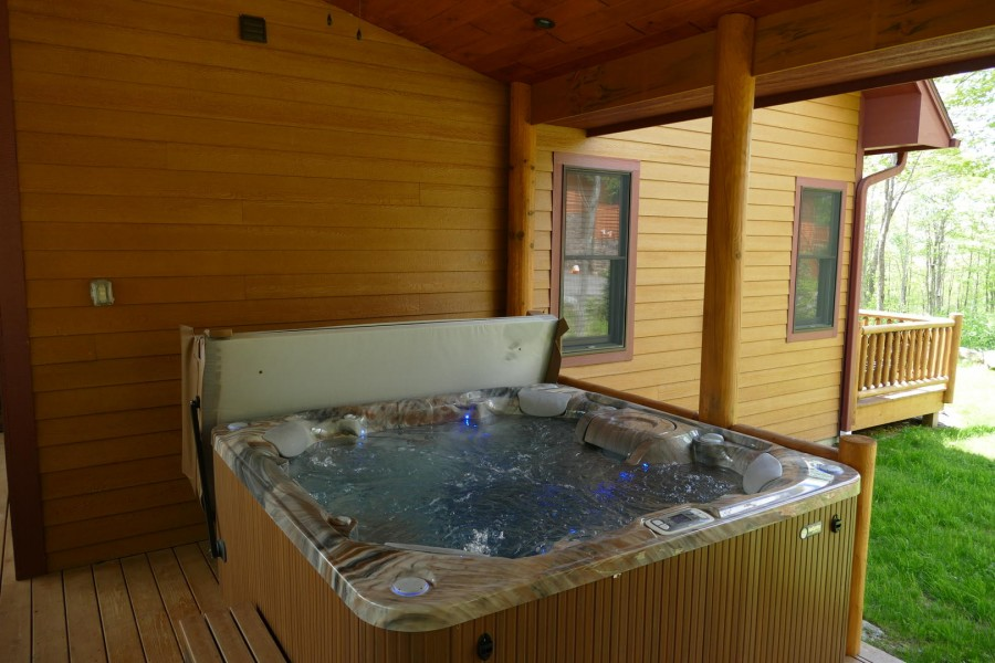 Outdoor hot tub2