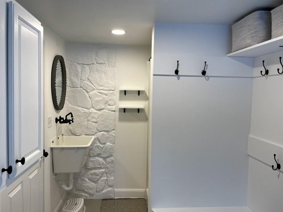 cleanout sink in mudroom entrance