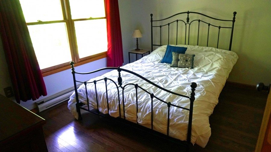 Bedroom 2 - Queen - Lower level