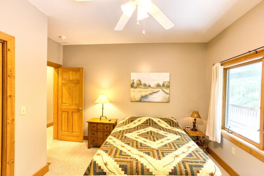 Bedroom 1 - Queen w. Tv main level