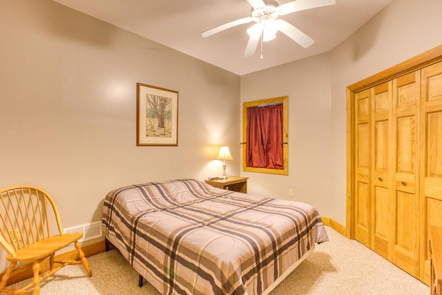 Bedroom 3 - Queen lower level w. TV