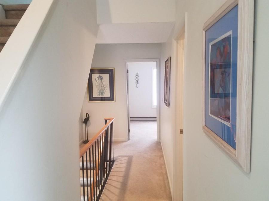 hallway between br
